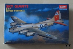 B-17 Flying Fortress, Sky Giants, 1/200 th Scale, Academy 2102, model plastikowy