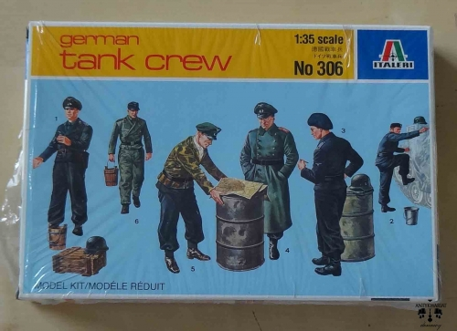 German tank crew, 1:35 scale, Italeri No 306, model plastikowy.jpg